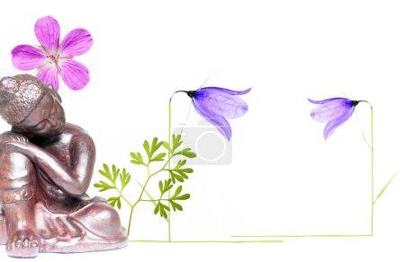 Photo pour Belle figure de Bouddha et de la flore sur fond blanc - image libre de droit