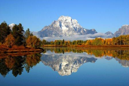 Photo pour Reflet de la Cordillère dans un lac au parc national de grand teton - image libre de droit