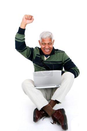 Photo pour Homme de minorité adossé à un fond blanc - image libre de droit