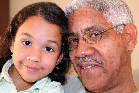 Photo pour Grand-père et sa petite-fille - image libre de droit