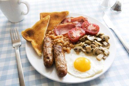 Photo pour Anglais traditionnel cuit petit-déjeuner sur plaque - image libre de droit