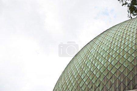 Photo pour Le Dôme sphérique pour un le Planétarium de Bruxelles à Bruxelles. - image libre de droit