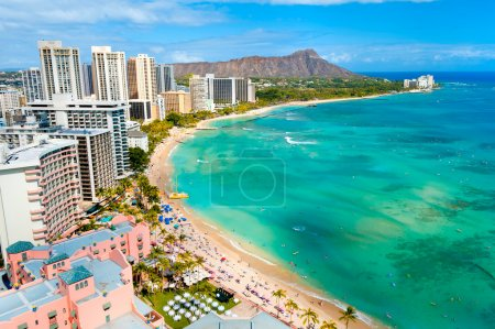 Waikiki beach and diamond head crater on Oahu, Hawaii