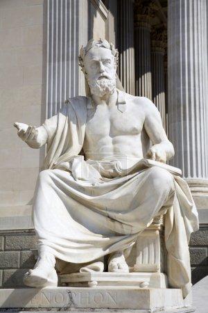 Vienne - statue de philosophe pour le Parlement - xenophanes