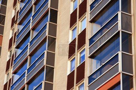 Photo pour Balcons d'immeuble d'habitation - image libre de droit