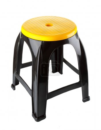 Photo pour Chaise en plastique noire sur fond blanc - image libre de droit