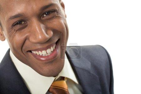 Photo pour Visage de l'homme d'affaires afro-américain heureux regardant la caméra avec le sourire - image libre de droit